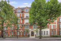 4 bedroom Apartment in Hanover Gate Mansions...