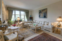 4 bedroom Flat in Hanover Gate Mansions...