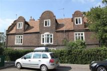2 bedroom Flat in Chesterton Road...