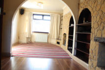 5 bed Terraced home in Carr Road, Northolt, UB5