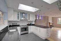 3 bedroom End of Terrace property to rent in Chilton Avenue, Ealing...
