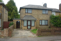 4 bed semi detached home to rent in Poplar Avenue...