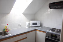 1 bed Flat in ROOM ONLY IN HOUSE SHARE