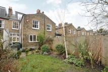 2 bedroom Ground Flat to rent in Burnt Ash Hill, London