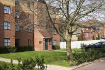 Ground Flat in 2 Manton Road, Enfield