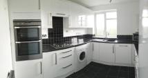 Maisonette to rent in Park Road, Barnet