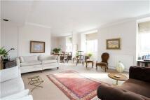 3 bedroom Flat in Thornbury Court...