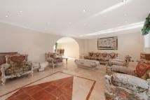 3 bedroom Apartment to rent in Alberts Court...