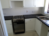 Town House to rent in Highgrove Close...
