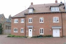 Flat to rent in Avian Avenue, St Albans...