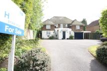 4 bed Detached house in Holtye Road...