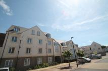 Flat to rent in Summit Close, Kingswood...