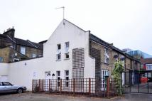 2 bedroom house in Whales Yard, Stratford...