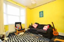 2 bedroom Flat in Avenue Road, Forest Gate...