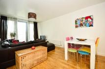 Flat to rent in Emily Duncan Place...