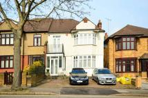 Redbridge Lane West property to rent