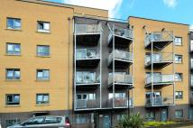 2 bedroom Flat in Grove Crescent Road...