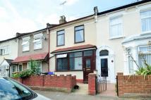 3 bed house in Evesham Road, Stratford...