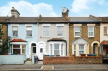 2 bed home in Cann Hall Road...