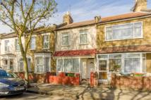 3 bedroom house to rent in Holbrook Road, Stratford...