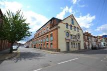 Flat to rent in Grove Road, Northampton
