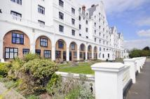 3 bed Flat to rent in Grand Avenue, Worthing