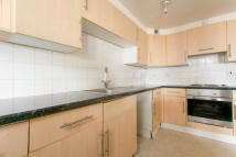 3 bed Flat to rent in Ethelbert Crescent ...