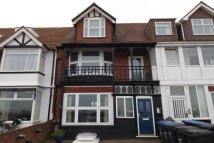 Flat to rent in Royal Esplanade, Margate...
