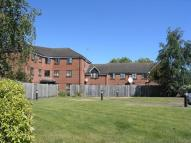 Ground Flat to rent in Birkin Court Chertsey...