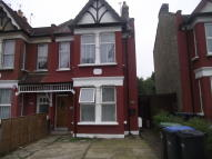 Ground Flat to rent in Bowes Road, London, N11