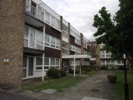 2 bedroom Flat in Foxgrove, London, N14