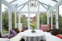4 bedroom Flat in Glendale Avenue, London...