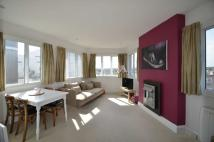 Flat to rent in Rectory Grove...