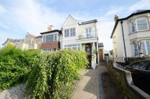 3 bedroom Flat to rent in Cliff Parade...