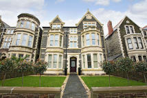 Flat for sale in Cathedral Road...