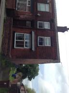 3 bedroom End of Terrace property to rent in Lowe Street, Golborne...
