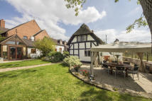 4 bed Character Property in Oversley Green...