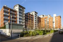 3 bedroom Flat in Holland Gardens...