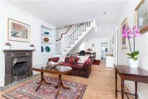 2 bedroom Terraced house to rent in Lower Mortlake Road...