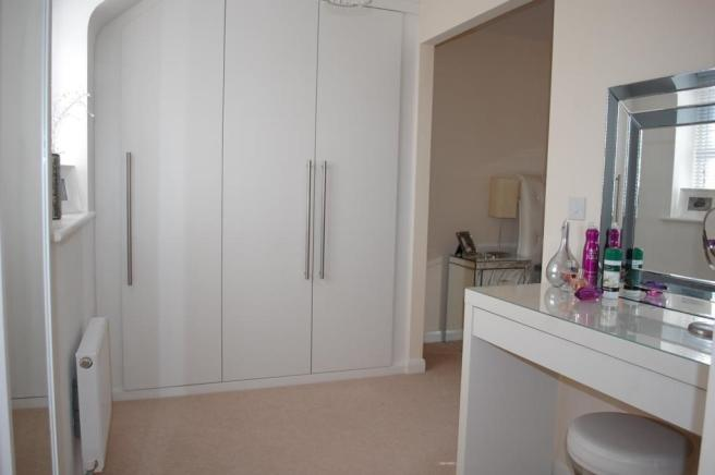 DRESSING AREA / ROOM