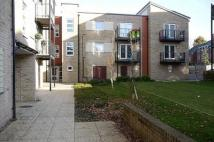 1 bed Ground Flat in Hut Farm Place...