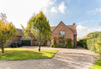 4 bedroom Detached house for sale in The Street, South Stoke