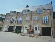 3 bed Terraced house in Croft Close, Latton...