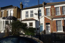 2 bed Ground Flat in Wolfington Road...