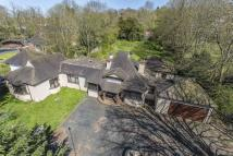 6 bedroom Detached Bungalow in Outwood Lane, Chipstead