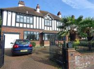 4 bedroom Detached property in Kingswood Avenue...
