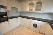 Apartment to rent in Worcester Road, Sutton...