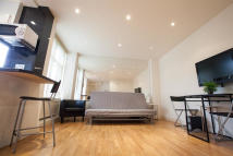 Studio apartment in Abercorn Place, London...