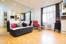 Studio flat to rent in Abercorn Place, London...