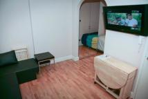 Studio apartment to rent in Clanricarde Gardens...